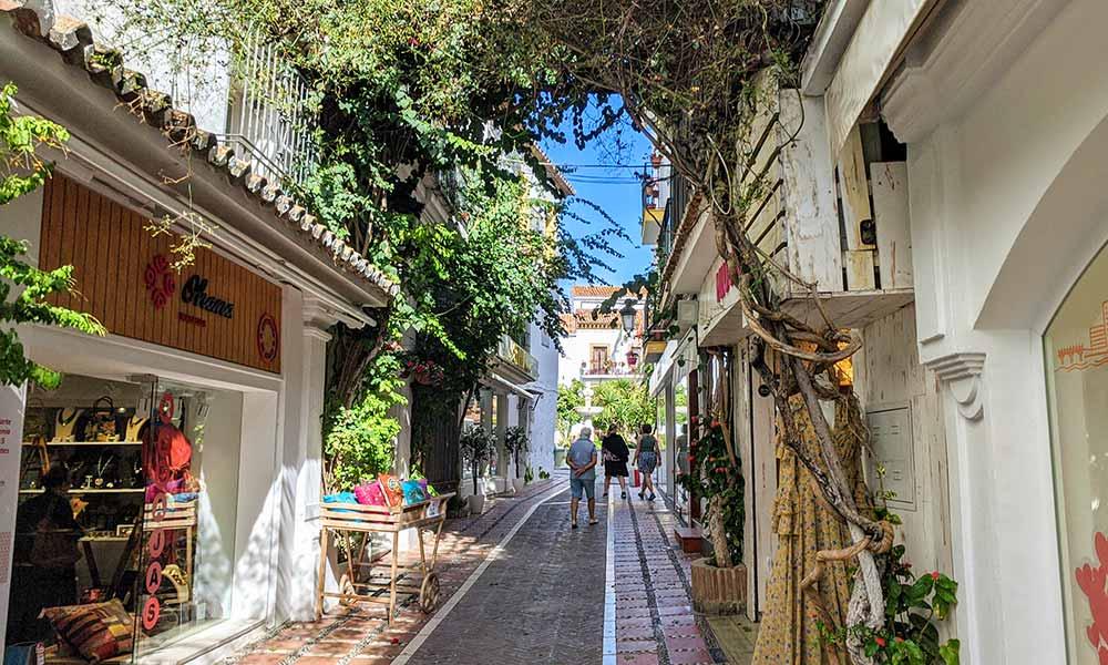Paseo por el Casco Antiguo de Marbella - Monarque Hoteles